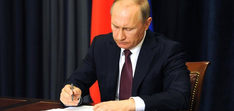 Путин подписал закон о компенсации ипотеки для многодетных семей